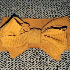 Mustard Bow